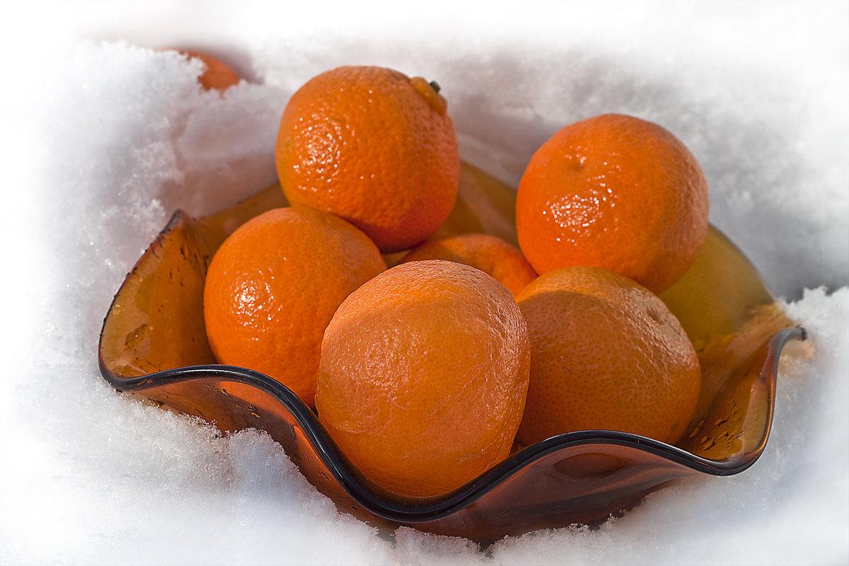 зеленую фигуру картинки апельсины на снегу воду глядел