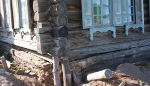Причины для ремонта фундамента или венцов деревянного дома