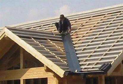 покрыть крышу металлочерепицей