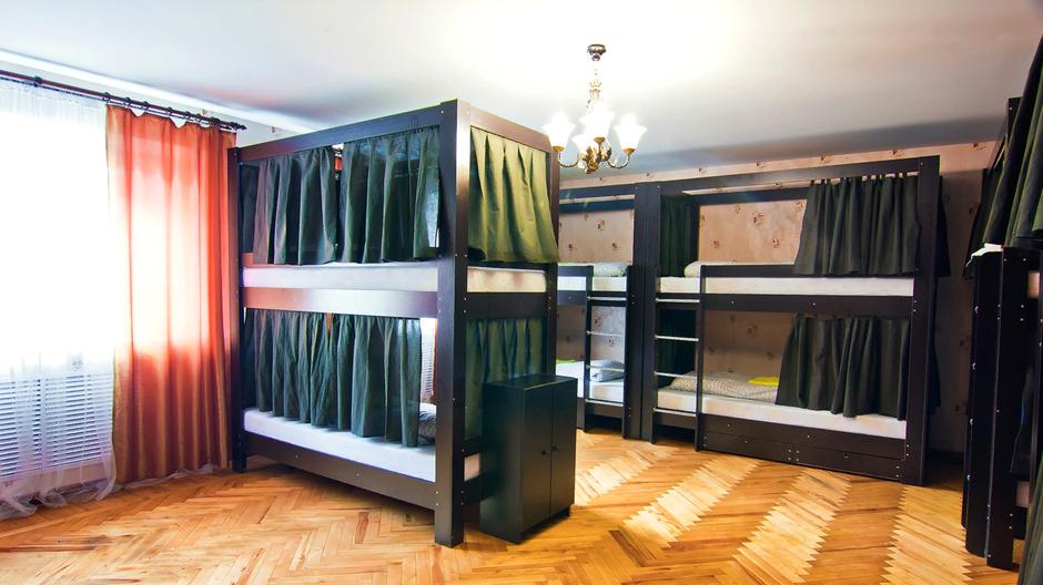 В номере установлен просторный шкаф-купе. Каждая кровать оборудована ящиками, закрывающимися на ключ.