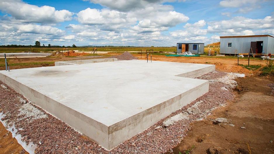 89118106305  Бригада монолитчиков выполнит работы по строительству фундаментов под дом,баню,гараж и другие работы.Опыт работы более 10 лет.