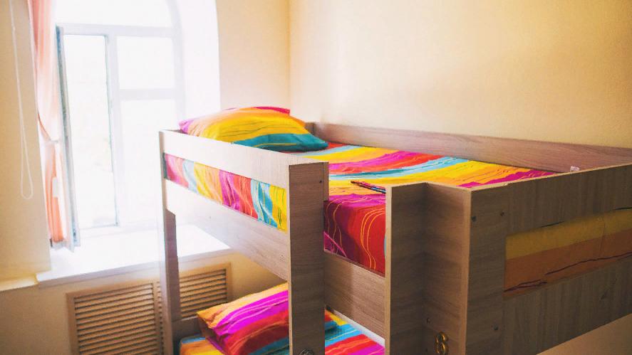 Для парней: комфортные кровати, кухня, прачечная, душевая!
