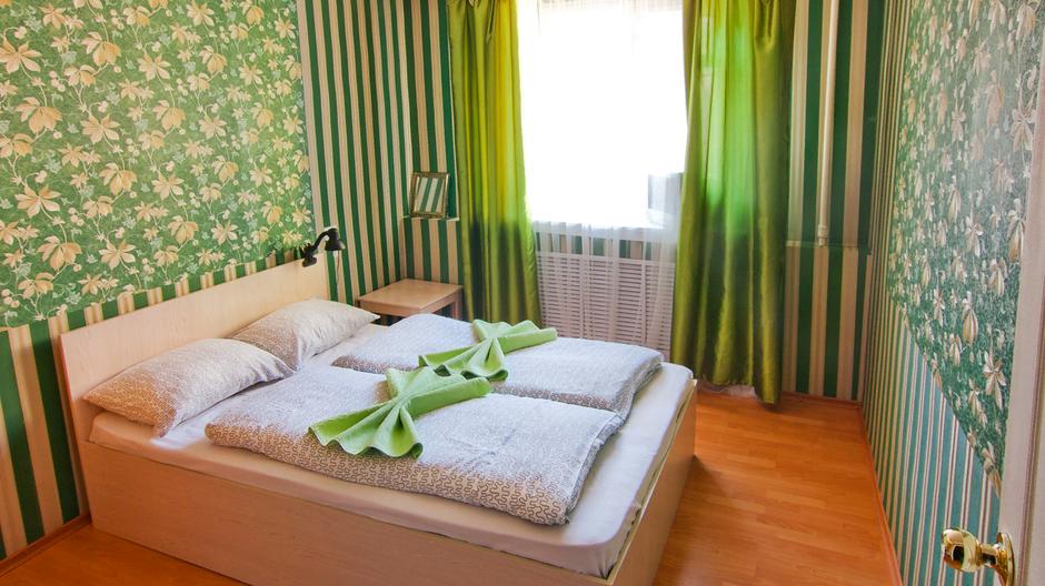 Двухместный номер с просторной кроватью. В номере есть большой шкаф, комод, тумбочки. Номер подойдет для пар.