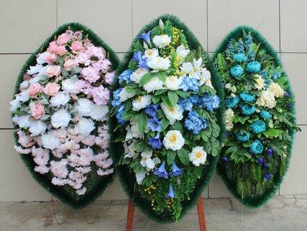 Букет с синими цветами