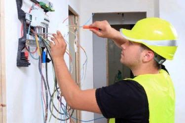 профессиональный электрик, выполнит любую заявку электромонтажных и ремонтно-восстановительных работ, качественно и в срок.