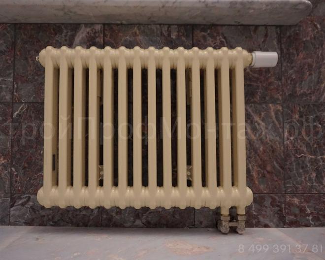 Стальной трубчатый радиатор Arbonia с нижним подключением и электронным терморегулятором Danfoss.