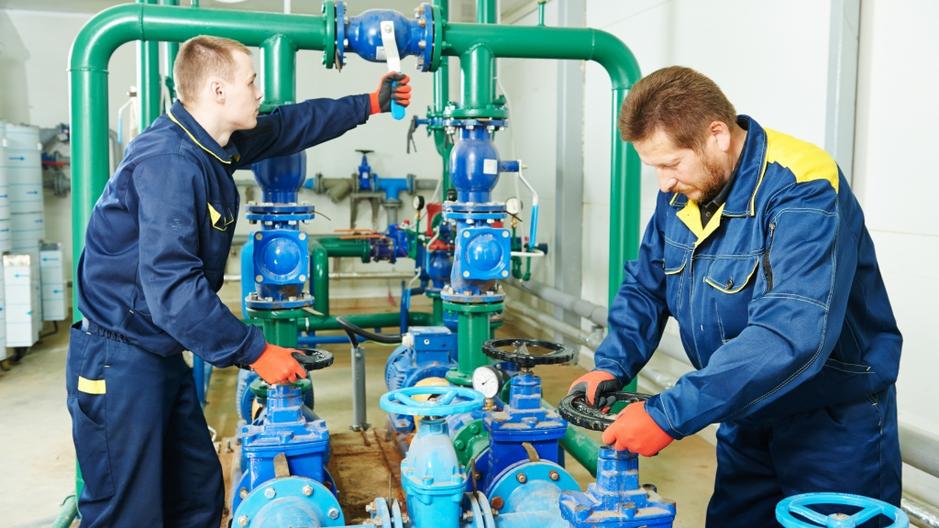 Обеспечивает бесперебойную работу водогрейных и паровых котлов различных систем, работающих на жидком, газообразном топливе и электронагреве.