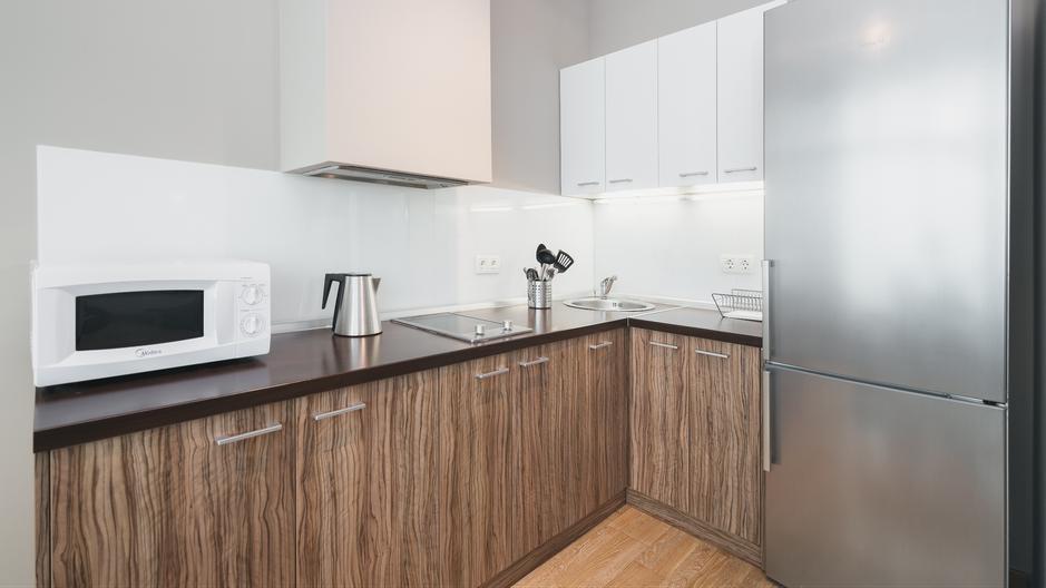 Каждый апартамент оборудован кухней, посудой и необходимой техникой для приготовления еды по-домашнему.