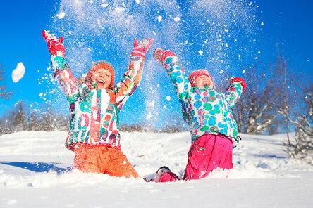 Как защитить ребёнка и помочь при обморожении