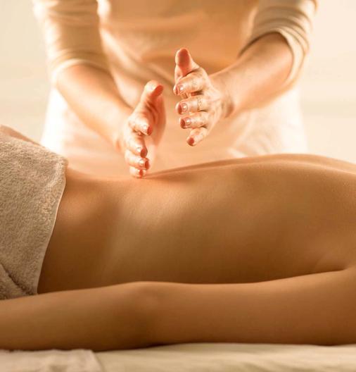 Включает в себя такие виды массажа, как классический, точечный, плантарный, спортивный и массаж шейно-воротниковой зоны.