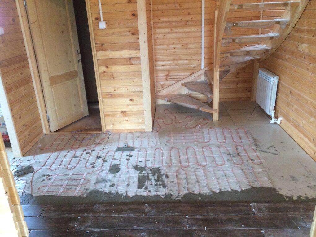 Процес укладки плитки в деревяном доме . С поготовкой поверхности .