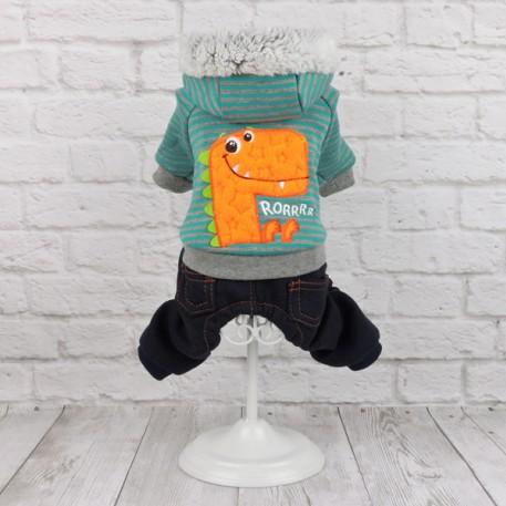 Комбинезон состоит из штанишек под джинсы и мягкой курточки с изображением веселого динозаврика. Застежка кнопочки на животе.