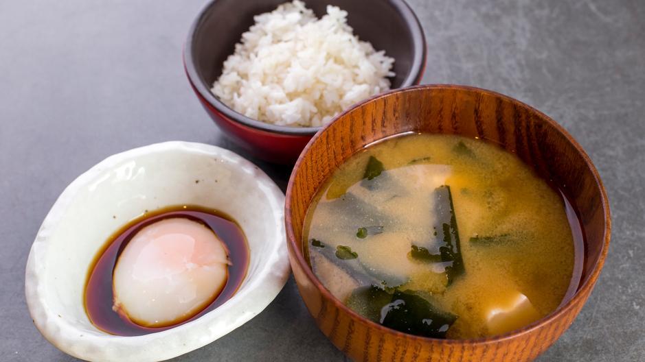 Мисо суп с рисом, 280 р. Яйцо-пашот с даши, 180 р