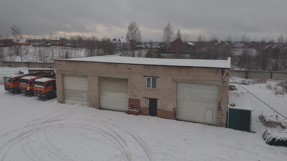 Боксы для ремонта грузовиков 450 м2 со смотровыми ямами  слесаркой, складом и санузлом.