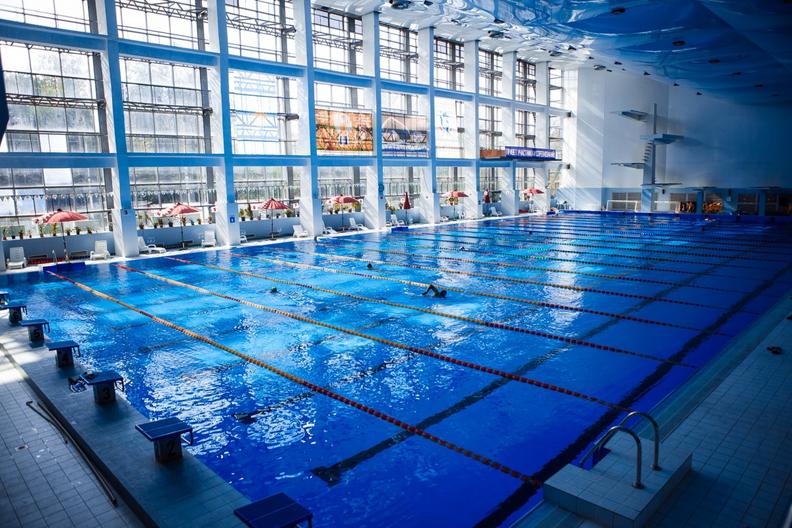 25-метровый бассейн с современным очищением без хлора + фитнес зал