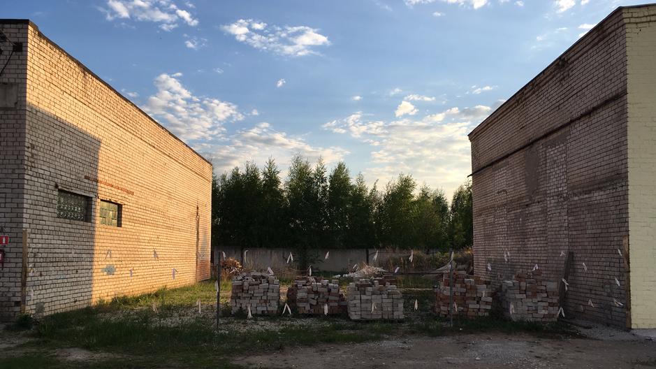 Заложен фундамент и закуплены материалы для постройки здания 250 м2. Цена сметы 1 млн.руб. с учетом имеющихся материалов.