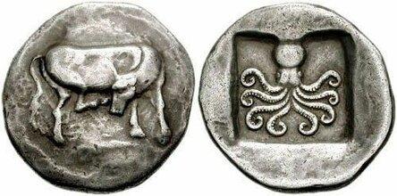 Серебряная монета Дидрахма из Эретрии с коровой и осьминогом возрастом 2500-лет / Фото: ©mixnews.lv