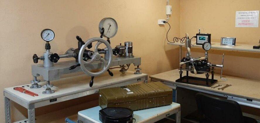 Наша лаборатория для поверки манометров