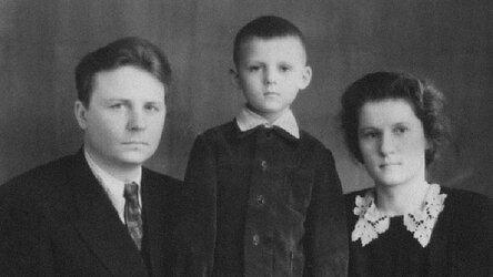 Егор и Зинаида Лигачевы с сыном Сашей. Новосибирск. Начало 1950-х / из личного архива Александра Лигачева