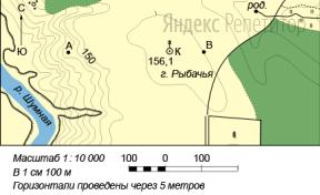 По карте определите расстояние по прямой от точки А до вершины г. Рыбачья.