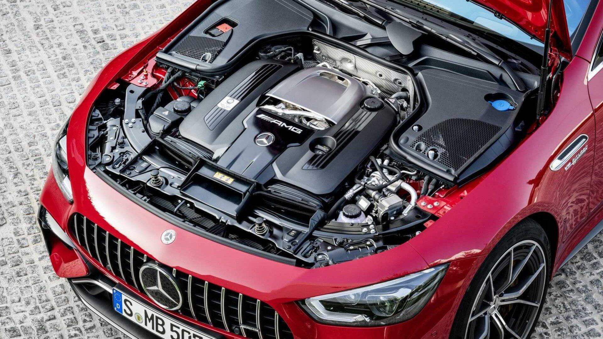 В Mercedes-Benz объяснили причину приостановки поставок машин с V8