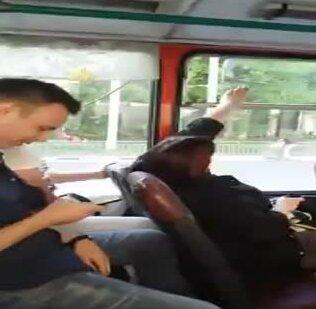 Игра в форточку в автобусе. Видео прикол