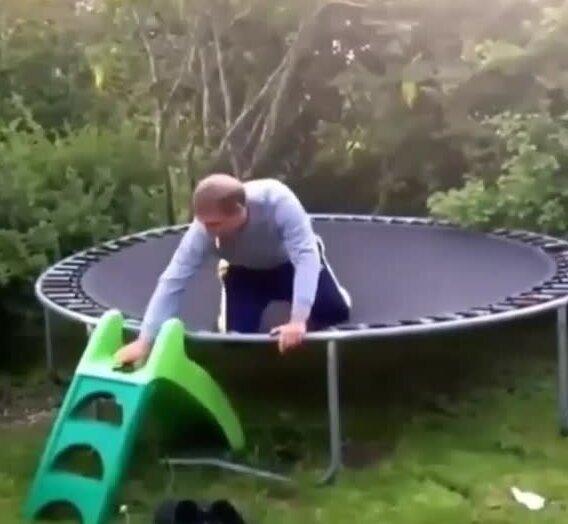 Сейчас я покажу вам, как нужно прыгать. Видео прикол