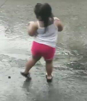 Маленькая танцовщица. Видео прикол