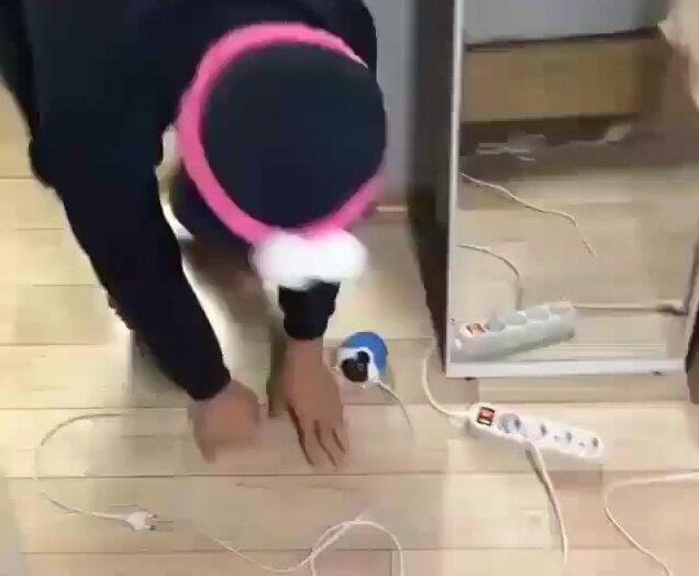 Испугал бедную кошечку. Видео прикол