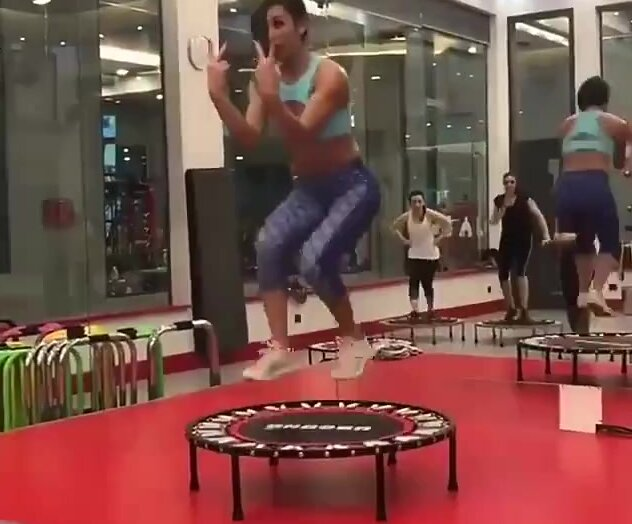 Необычный способ тренировки с помощью батута. Видео прикол
