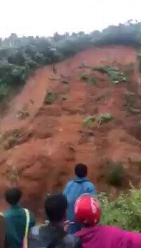 Сход песчаной лавины. Видео прикол
