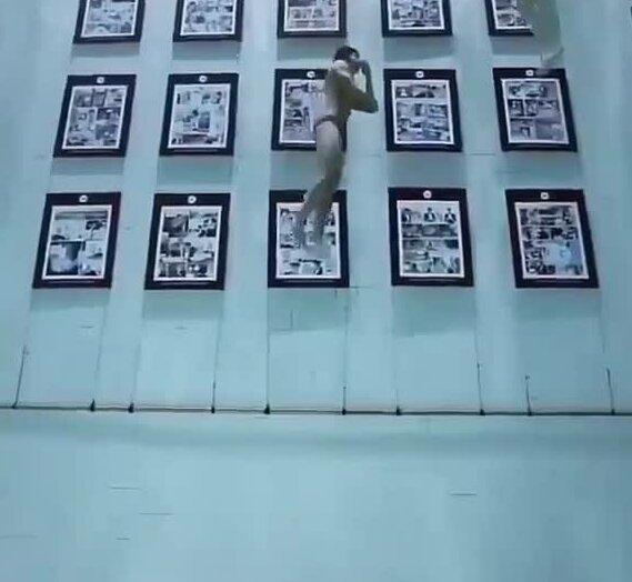 Картинная галерея в бассейне. Видео прикол