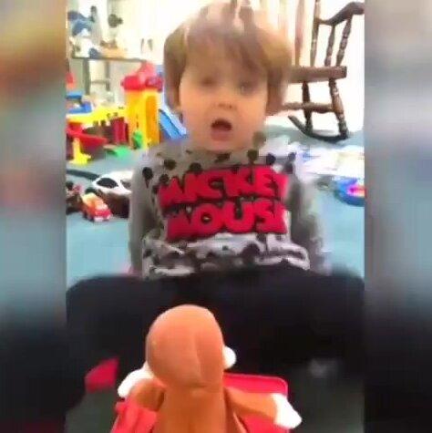 Пугающая игрушка. Видео прикол