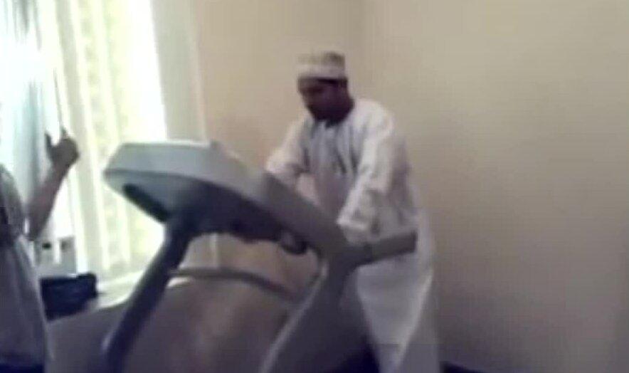 Араб впервые на беговой дорожке. Видео прикол