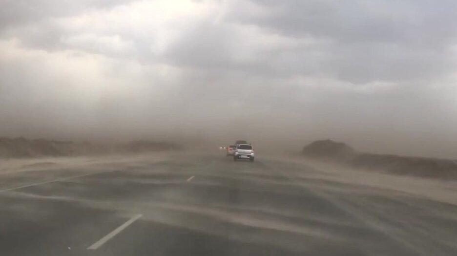 Сильный ветер в Тюмени напоминает кадры из мистического фильма. Видео прикол