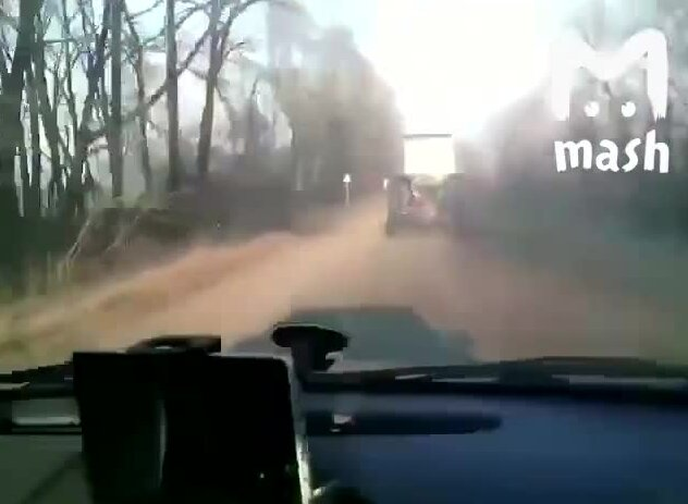 Трактор едет с очень высокой скоростью. Видео прикол