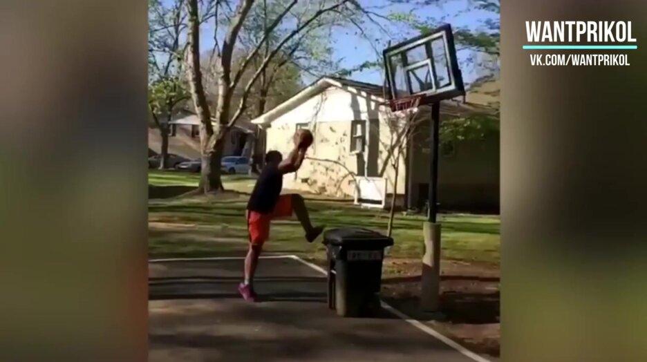 Юный баскетболист. Виде прикол