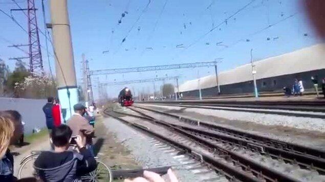 Крутой поезд с военными на 9 мая. Видео прикол