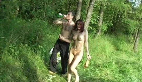 Подкараулили Русских Красоток, Загоравших На Полянке У Леса