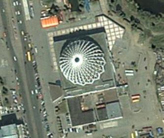 Здание цирка. Посмотреть на спутниковой карте
