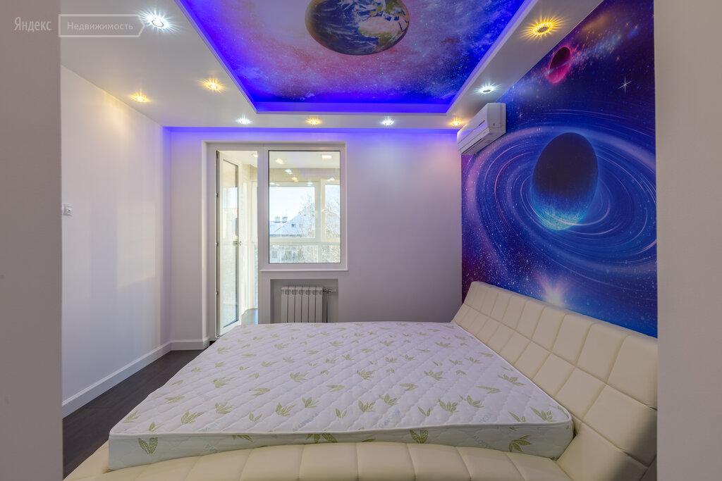 спальня с планетами