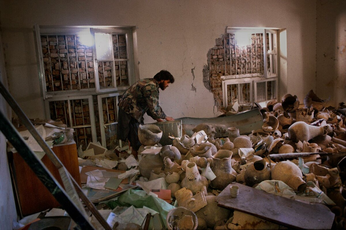 Steve McCurry. Priceless antiquities destroyed by the Taliban in the National Museum in Kabul, Afghanistan. 1995