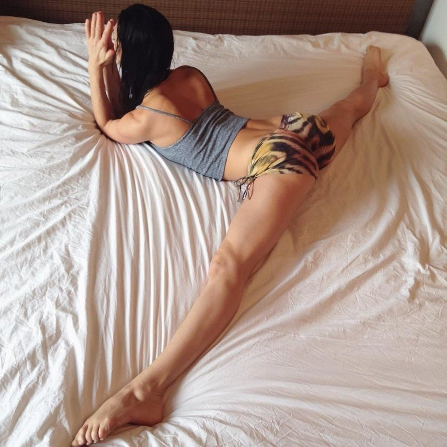 nude-naked-girl-leg-humping-bed