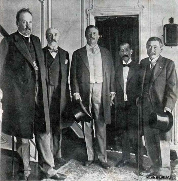 Peace talks in Portsmouth (USA), 1905. Heads of the Russian delegation Witte and Baron Rosen, President Roosevelt of the USA and leaders of the Japanese delegation.