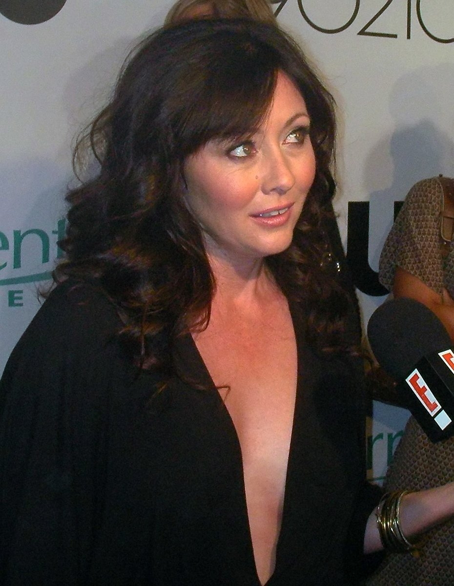 By watchwithkristin (Shannen Doherty) [CC BY-SA 2.0  (https://creativecommons.org/licenses/by-sa/2.0)], via Wikimedia Commons