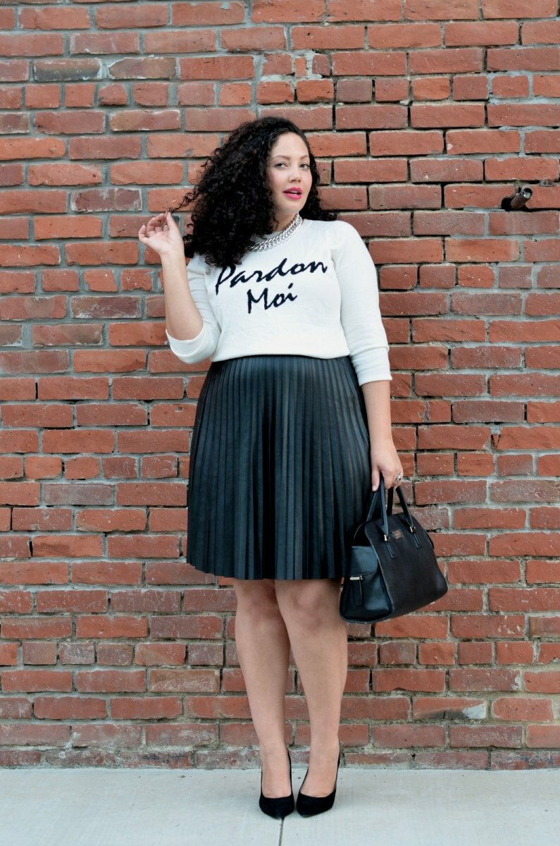 Inadequate neckline , unsuitable skirt and another detail that adds visually to the kilograms
