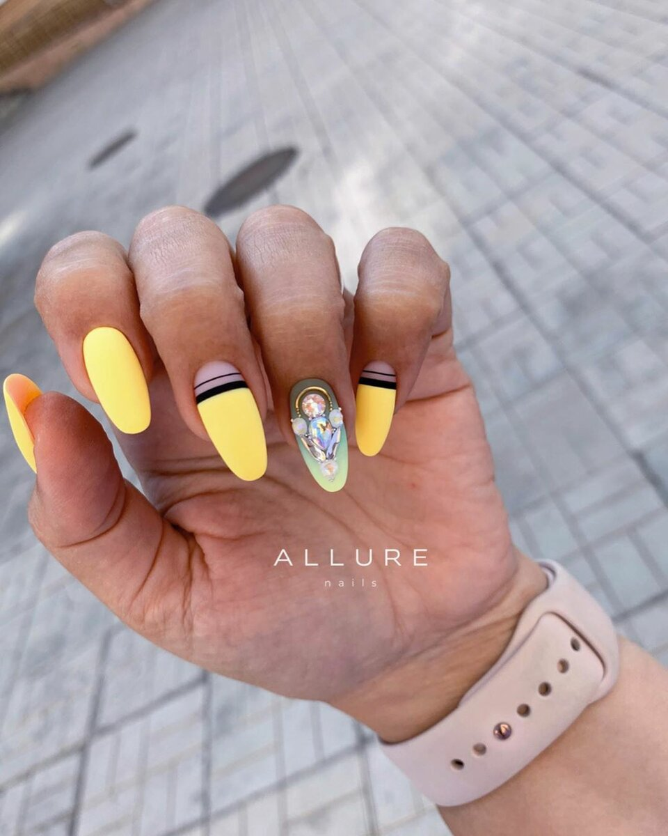 https://www.instagram.com/allure_nail_studio/