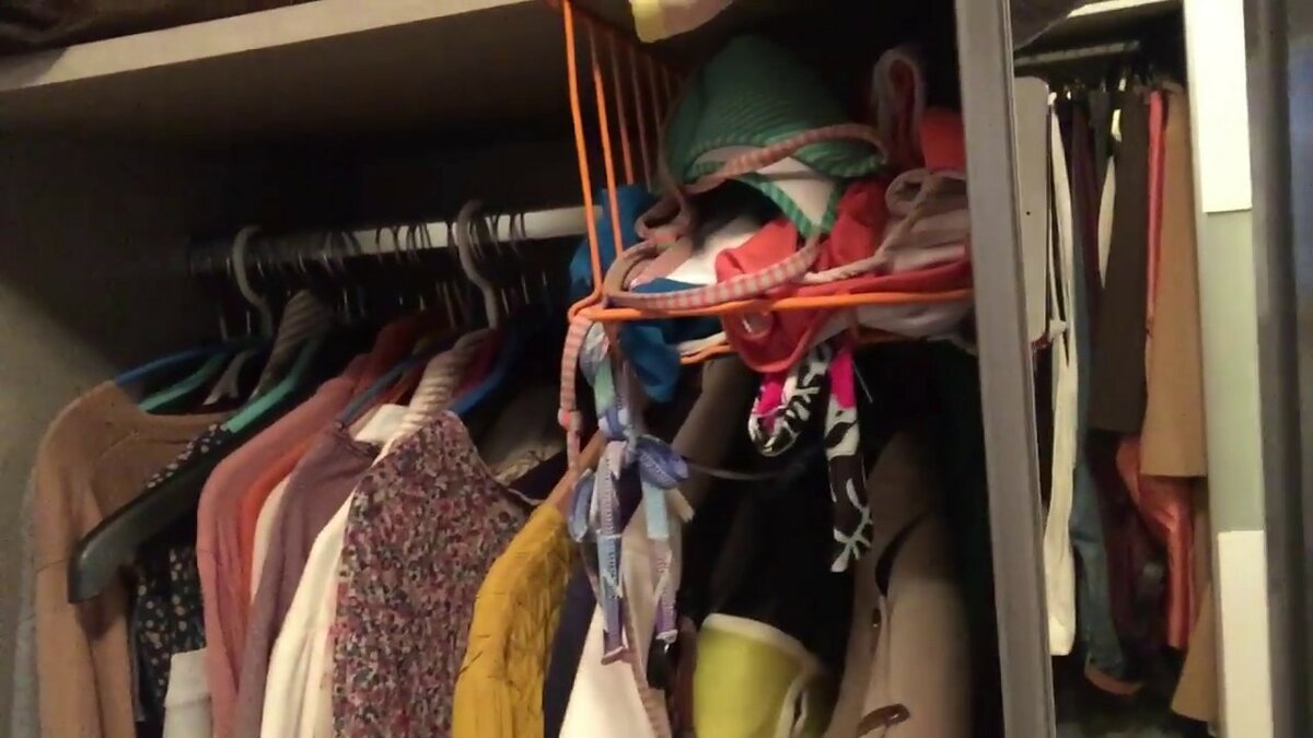 General cleaning in the wardrobe: what kind of things should I get rid of?
