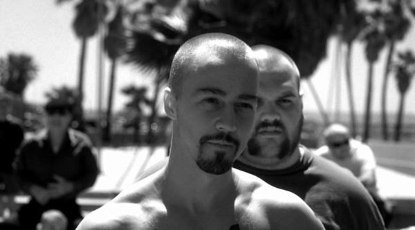 review of american history x Synopsis: a california neo-nazi (oscar-nominee edward norton) gets sent to prison for murder and comes out a changed man but can norton atone for his sins and prevent his younger brother (edward furlong) from following in his hate-filled footsteps.