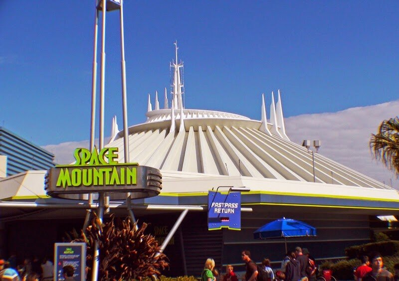 space mountain magic kingdom - 800×564